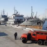 Гасене на пожар на кораб в пристанище - Варна
